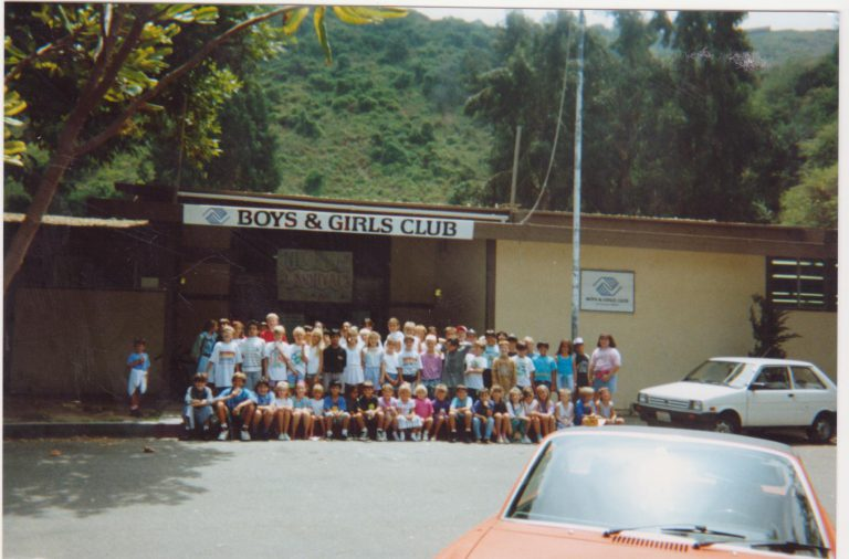 1992 group photo outside the old Canyon Enrichment Center